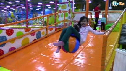 ВЛОГ Развлекательный Центр Для Детей Ярослава и Рита Прыгают на Батутах Kid's Intertainment Center