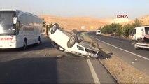 Şanlıurfa'da Kontrolden Çıkıp Takla Atan Otomobildeki 3 Kişi Yaralandı