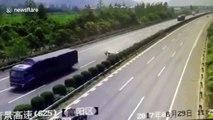 Miracle cette fillette éjectée sur l'autoroute de sa voiture est indemne !