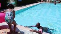 Activité défi la famille amusement amusement dans enfants Jeux olympiques récréation piscine été le le le le la