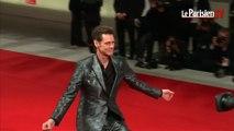 Jim Carrey délire sur le tapis rouge de la Mostra à Venise