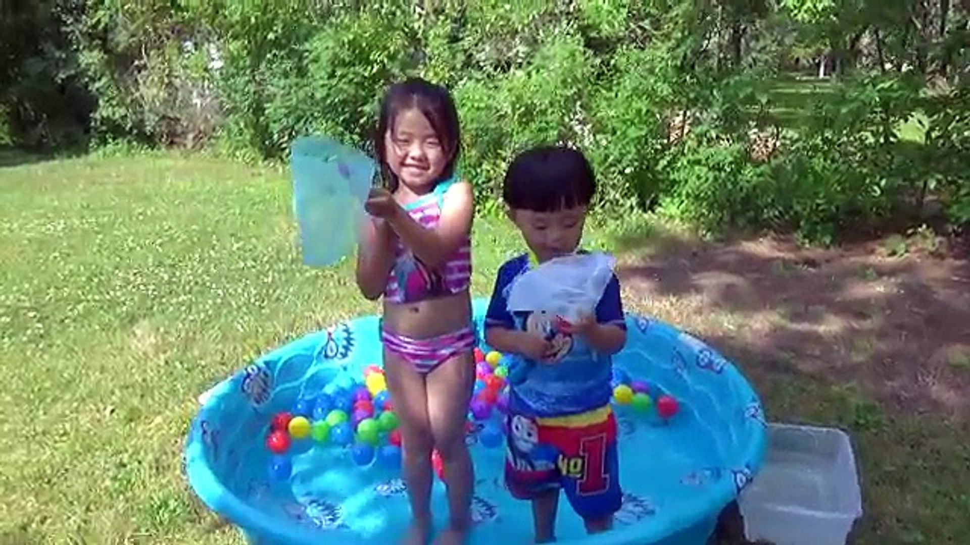 Surprise Toys in Bath Disney Toy Story Japanese Bath Balls Finding Dory Nemo Water Toys fo