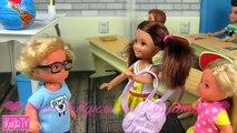 Pour clin doeil punition terrible les directeurs décole mauvais écoliers lhistoire de la poupée Barbie