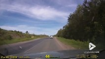 Ce piéton fait des sauts Backflip non stop le long de la route en russie !