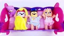 Et bébé déjeuner poupées manger pour amusement amusement enfants patrouille patte jouer faire semblant vers le haut en haut vidéo réveiller toddl