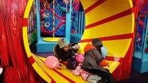 Des balles Centre la famille pour amusement amusement maison intérieur enfants jouer Cour de récréation salle de jeux le le le le la avec