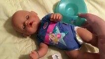 Et bébé née garçon en changeant les créations poupée alimentation matin pot avec Trainer de routine zapf