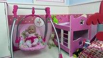 Maison maison fr dans jouets pour bébé monde poupée bébé enseigne sa chambre regardait