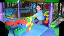 Intérieur Cour de récréation amusement pour enfants Centre salle de jeux avec des balles enfants des jeux placer et