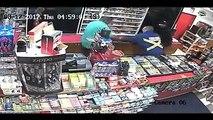 کینیڈا میں ڈاکوؤں کو پاکستانی دکان مالک کو لوٹنا مہنگا پڑ گیا - پاکستانی ڈاکوؤں سے لڑائی کے بعد دونوں ڈاکوؤں کودکان میں بند کر کے پولیس بلوا لی