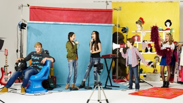 Bizaardvark Season 2 Episode 14 : A Killer Robot Christmas