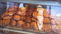"""Le jury de """"La meilleure boulangerie de France"""" étonné par les choix musicaux d'un boulanger - Regardez"""