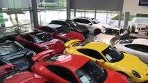 Le parking fou d'un concessionaire Porsche avant le passage de l'ouragan Irma