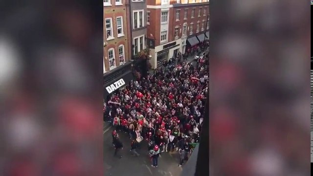 Envahissement de Londres par 20000 fans de football de Cologne contre Arsenal !