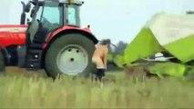 Ce fermier se fait avaler par un ballot de paille