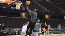 JR Smith & Iman Shumpert BATTLE for Game 3 Starting Spot with 1-on-1 Match During Practice