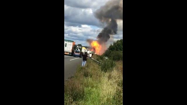 Un camion en feu sur la N10 à côté de la Charente