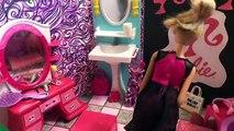 Et bain salle de bains bulle poupée dans temps équipe Barbie barbie glam barbie kelly
