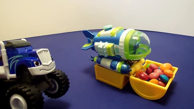 BLAZE AND THE MONSTER MACHINES Toys! Nickelodeon Blaze COOL POOL PARTY! Blaze Crusher Stripes Toys