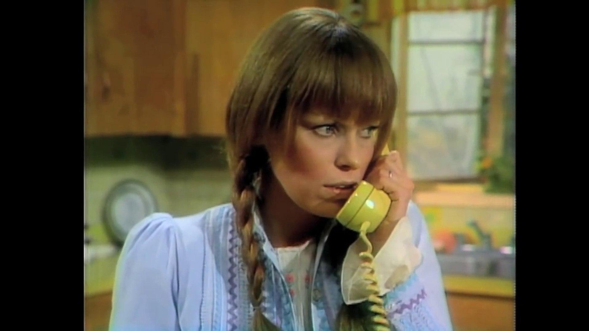 Mary Hartman, Mary Hartman (1976) - Clip:  Grandpa Is A Flasher
