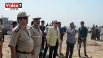 محافظ ومدير أمن قنا يقودان حملة لإزالة التعديات على المقابر بكرم عمران