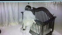 Cette grand-mère va tomber dans le berceau de sa petite fille...