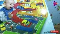 Voiture voiture bâtiment des voitures petit déballage avec Garage 2 disney pixar parking