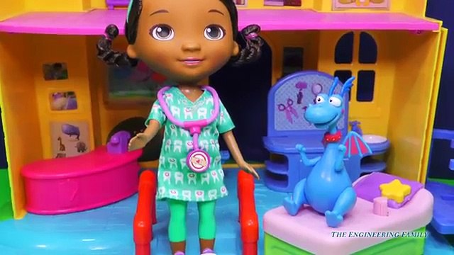 DOC MCSTUFFINS Disney Doc McStuffins & Stuffy Dentist Set a Doc McStuffins Video Toy Review