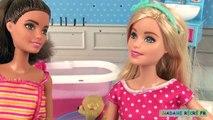 Poupée Barbie son chien Taffy et sa salle de bains avec baignoire Histoire de Jouets