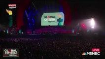 Donald Trump : Stevie Wonder solidaire des sportifs, il s'agenouille avant un concert (Vidéo)