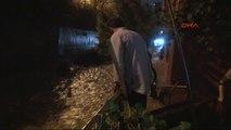 Sarıyer'de Sokaklar Göle Döndü, Evleri Su Bastı, Araçlar Yola Saplandı