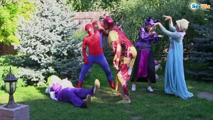 Hulk & Spiderman SNAKE ATTACK! w/ Pink Spidergirl Elsa Evil devil Joker Candy :) Superhero Fun