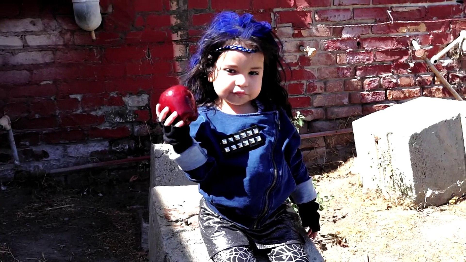 Evie Disney Descendants Inspired Make Up and Costume tutorial DIY Halloween