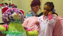 DOC MCSTUFFINS CHECK-UP GIVES SHOT IN TEDDY BEAR TUMMY + LOL Surprise Doll Toys!