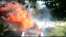 Explosions de bouteilles de gaz en série sur ce camion en feu en Inde !