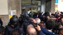 La policia espanyola, a l'IES Jaume Balmes