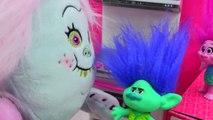 Trolls Poppy & Branch & Bergen Bridget Bakes Angel Food Cake For King Gristle Date
