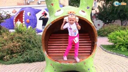 "ВЛОГ Необычная Детская Площадка ""Алиса в стране чудес"" / Playtime on the Outdoor Playground for Kids"