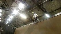 [Accidente de Skateboard] Un evento catastrófico con una colisión frontal. Video de impacto de skateboard 【Video Pizza】