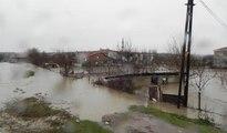 Lüleburgaz'da dere taştı, evler sular altında kaldı