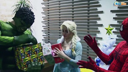 Christmas Superheroes in real life. Frozen Elsa & Spiderman CUPCAKE SPELL. Superhero Fun Episode 154