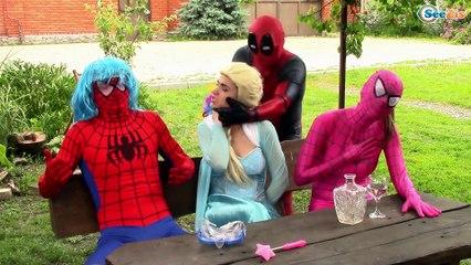 Superbaby and Pink Spiderman vs Spiderman in basketball w/ Disney Princesses Frozen Elsa & Kid Flash