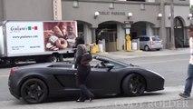 Elle repousse les avance d'un homme jusqu'à ce qu'elle voit qu'il roule en Lamborghini... Femme vénale!