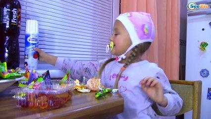 Bad Baby ВРЕДНЫЕ ДЕТКИ ПОГРОМ на КУХНЕ! Видео для детей Food Fight!