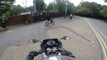 Un motard fait immédiatement regretter son geste à un voleur de téléphone