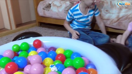 Игорек и Арина - Ищем Сюрпризы Бассейн ПАНДА с Шариками Swimming Pool Surprise eggs for kids