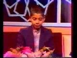 Un enfant qui récite le Coran