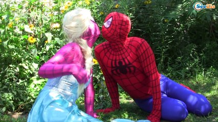 Frozen Elsa & Anna become DOLLS w/ Spiderman & Ironman Superhero real