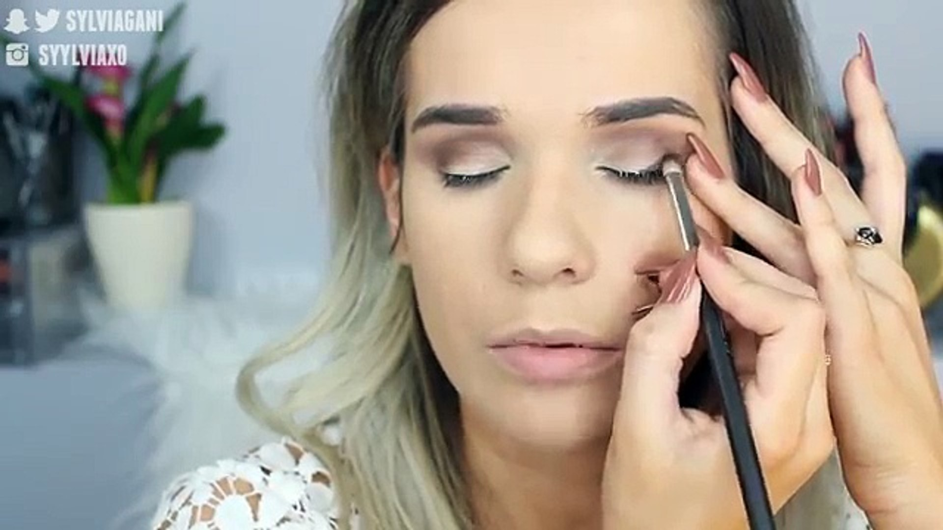 NO MIRROR Makeup Challenge!!   Sylvia Gani