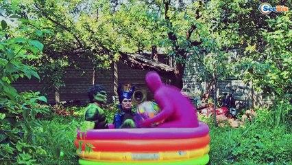 Frozen Elsa & Spiderman feed the poop Superhero? Iron Man & Spider Girl